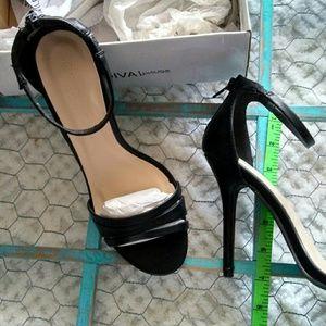 NIB Wild Diva Lounge Heeled Sandals